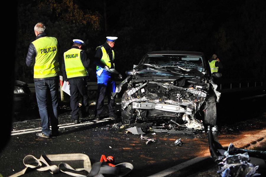 Wideo: Trzy osoby nie żyją. Oto tragiczny bilans sobotniego wypadku w Celestynach