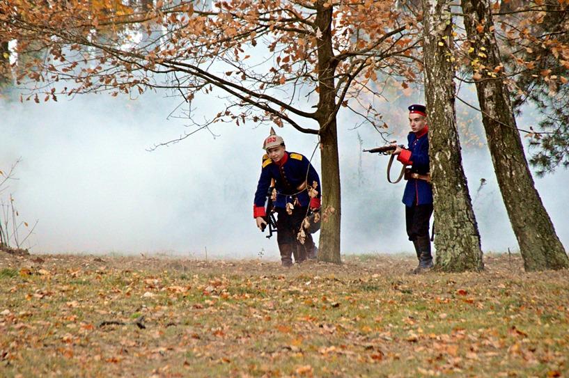 Malanów: Salwy z karabinów, walka, płomienie. Rekonstrukcja historyczna przypomniała wydarzenia sprzed 100 lat - foto: Arkadiusz Wszędybył