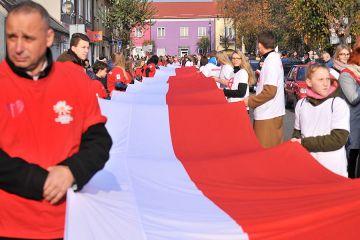 100-metrowa flaga Polski na 100. rocznice...