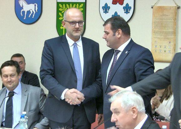 : Inaugurująca sesja Rady Powiatu Tureckiego. Kałużny nowym starostą
