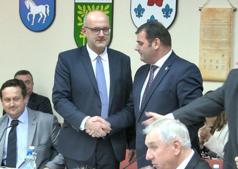 Inaugurująca sesja Rady Powiatu Tureckiego. Kałużny nowym starostą