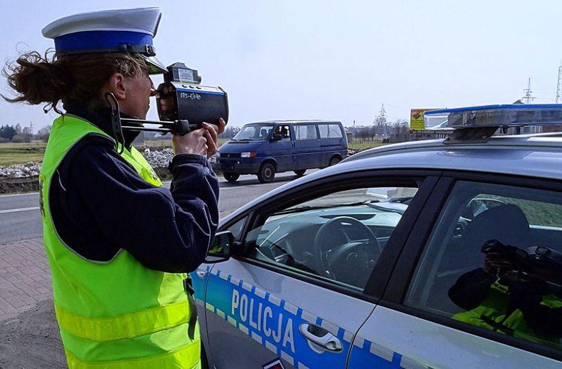 Pędził 121 km/h w terenie zabudowanym. Policjanci kontrolują prędkość w mieście i powiecie