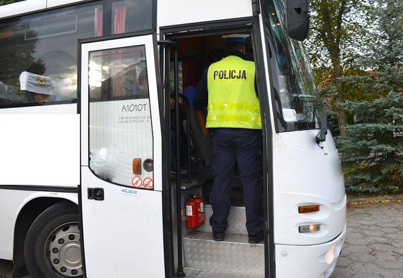 Pijany kierowca prowadził autobus szkolny. Policjanci zatrzymali go w Ciemieniu