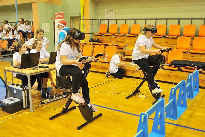 Ruch i nowoczesna technologia. Alternatywna lekcja WF w turkowskiej hali - foto: Marcin Derucki
