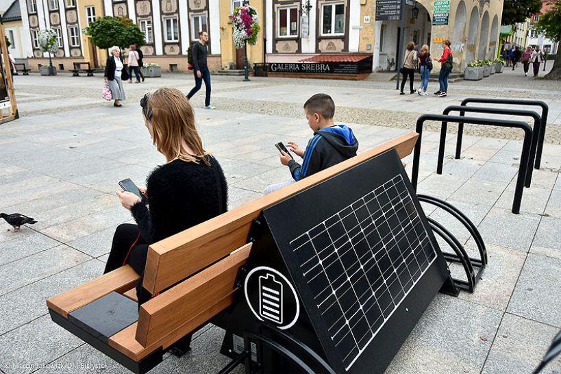 Inteligentne ławki solarne już wkrótce w Powiecie Tureckim - foto: seedia.city