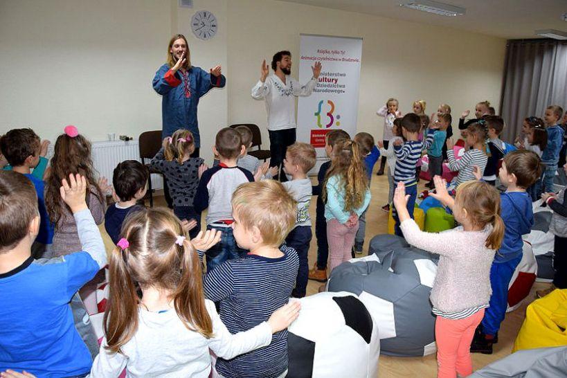 Spotkanie przedszkolaków z bajarzami z Karawany Opowieści