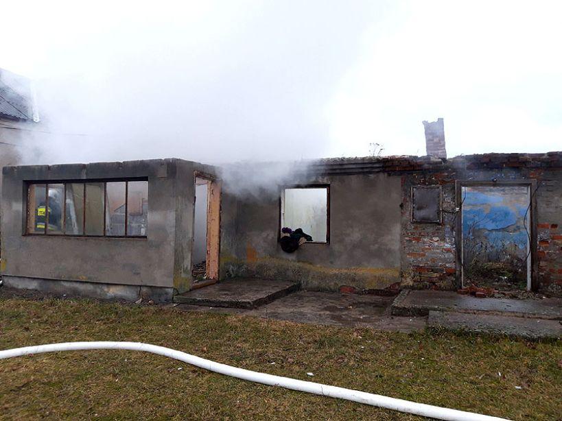 Pożar kotłowni w Strachocicach gasiło 7 zastępów straży pożarnej - Foto: OSP Dobra na Facebook