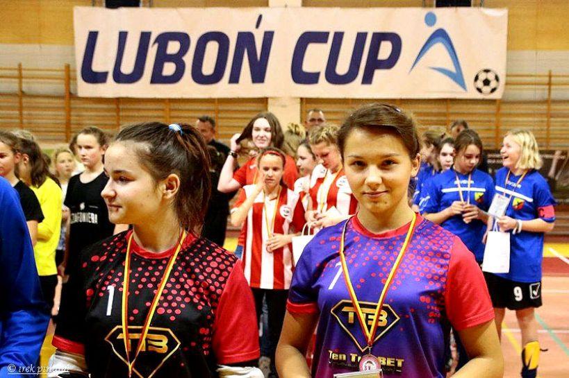 Wideo: Ladies Turek na podium Turnieju Sylwestrowego w Luboniu - foto: FB Ladies Football Academy Turek
