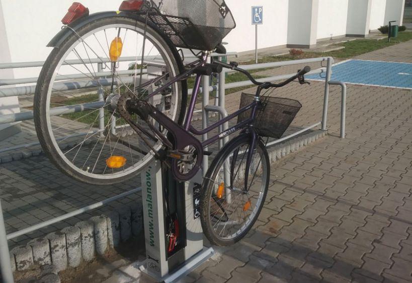 Pierwsza w regionie samoobsługowa stacja napraw rowerów - foto: malanow.pl