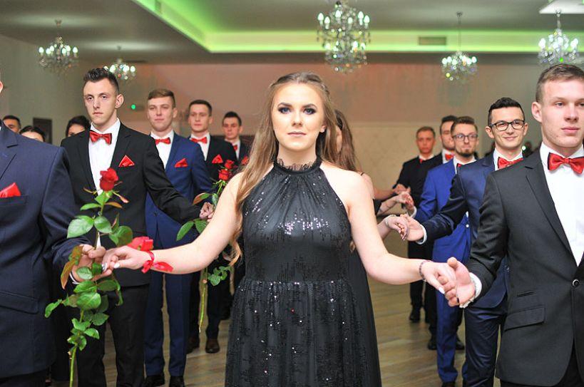 Polonezem na 18-cie par uczniowie ZSR CKP rozpoczęli bale studniówkowe - foto: M. Derucki