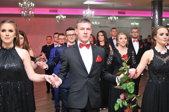 Wideo: Polonez maturzystów ZSR Kaczki Śr. 2019