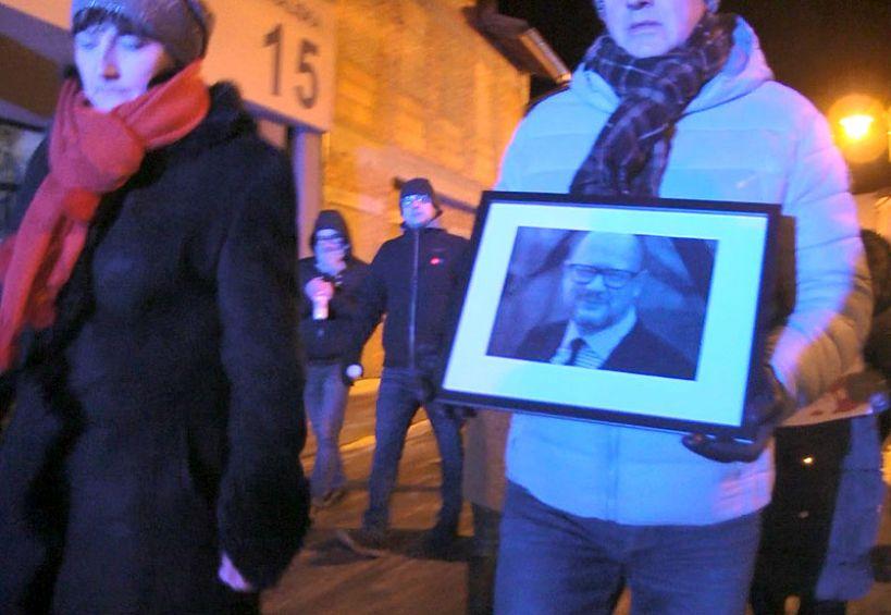 Marszem przeciwko przemocy turkowianie uczcil śp Pawła Adamowicza