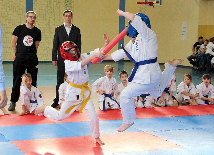 Młodzi karatecy rywalizowali w kata i soft-kijach