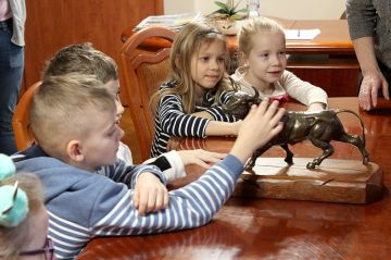 Dzieci z SP5 z wizytą w Starostwie i Urzędzie...