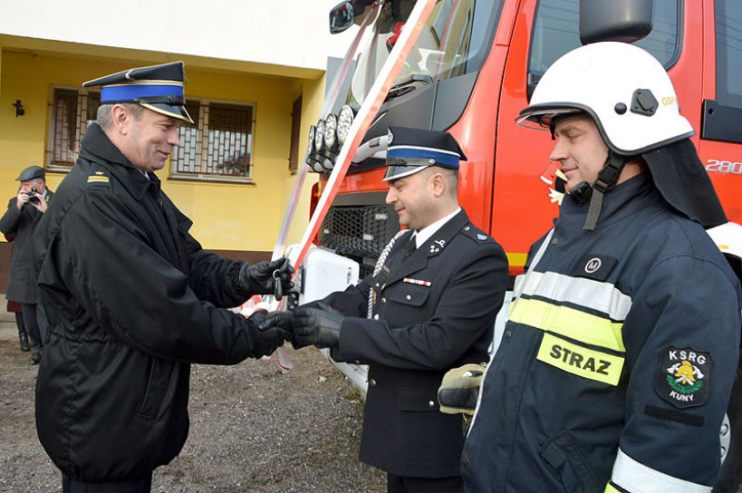 OSP Kuny z nowym wozem bojowym za 830 tyś zł - foto: Karol Szczeciński