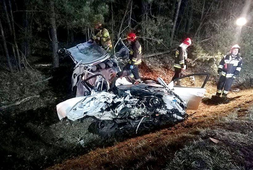 Wideo: Zderzenie trzech samochodów w Celstynach. 19-latek wyprzedzał na podwójnej ciągłej. - foto: OSP Ceków / facebook.com/OSPCekow