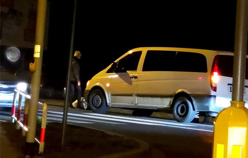 Potrącenie dwóch osób dorosłych na skrzyżowaniu Wyszyńskiego z Uniejowską - foto: Nadesłane przez czytelnika