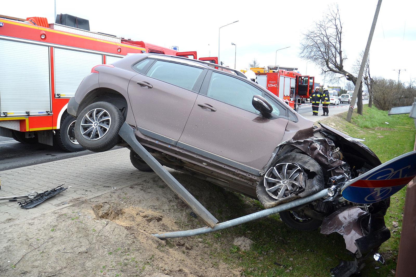 Kolejny wypadek na Alei Jana Pawła II z udziałem dwóch pojazdów