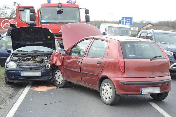 Stłuczka w Laskach z udziałem Fiata i Opla....