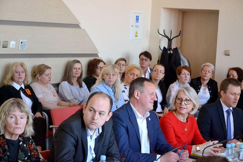 Wideo: Dyskutowali o oświacie i strajku podczas VI Sesji Rady Miasta - foto: Michał Sidorowicz