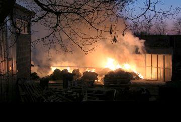 Wideo: Pożar na składowisku odpadów w...