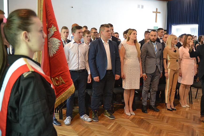 Maturzyści z Kaczek Średnich pożegnali szkołę i pedagogów - foto: Michał Sidorowicz