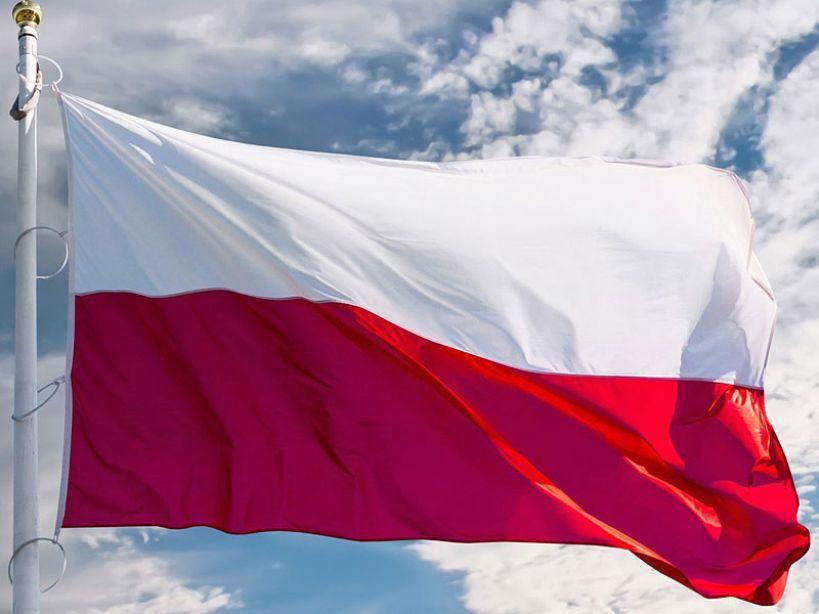 Wywieś biało-czerwoną na święta majowe. 15-lecie Święta Flagi Rzeczpospolitej już 2 maja