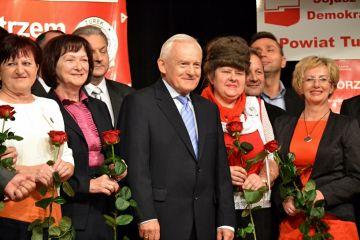 Premier Leszek Miller odwiedzi Turek w ramach wyborów do Europarlamentu - foto: Archiwum Turek.net.pl