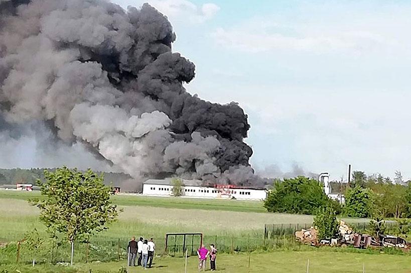 Wideo: Ogromny pożar w Smulsku. Do akcji wezwano jednostki z sąsiednich powiatów  - foto: OSP Turek