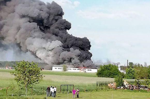 Przykona: Wideo: Ogromny pożar w Smulsku. Do akcji wezwano jednostki z...