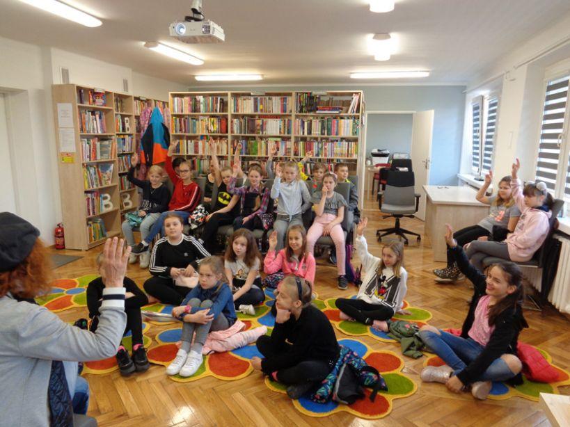 Barbara Kosmowska w Powiatowej Bibliotece Publicznej w Turku