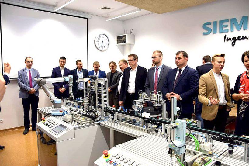 Wideo: Otwarcie najnowocześniej w regionie pracowni automatyki przemysłowej w ZST pod patronatem Siemensa