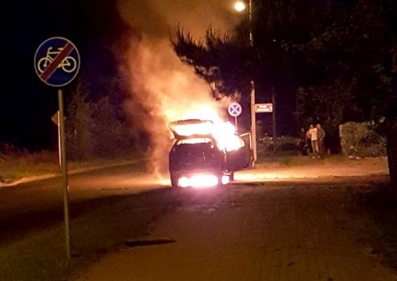 Wideo: Citroen Picasso spłonął na ul. Słonecznej. Nie ma osób poszkodowanych - Zdjęcie przesłał Łukasz