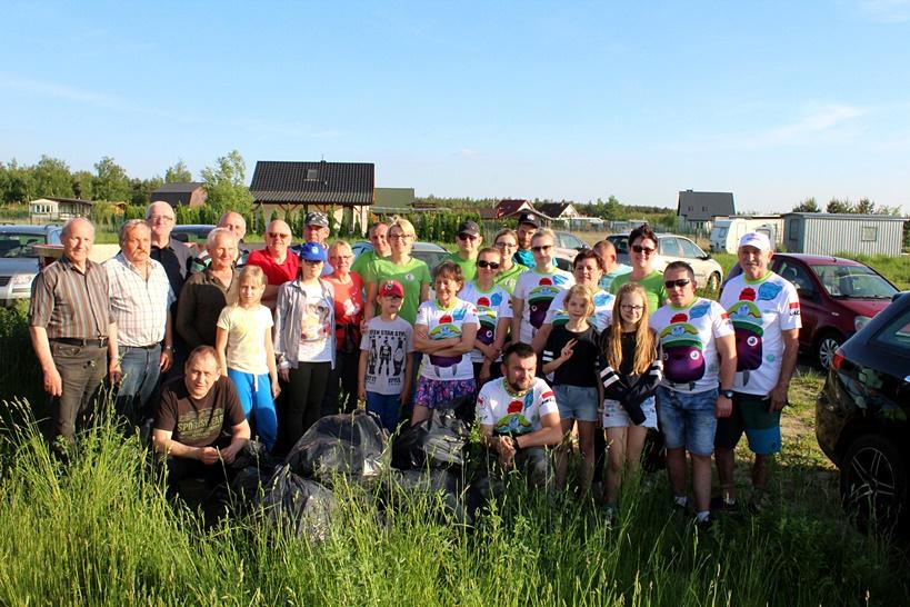 Wspólnie dbajmy o nasze środowisko - #trashtag challenge na plaży nad Zbiornikiem w Przykonie