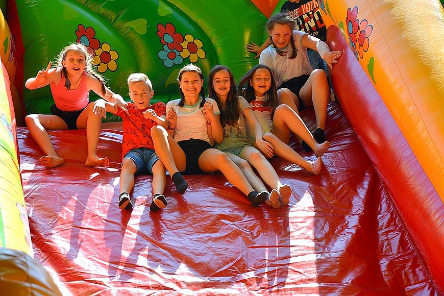Mnóstwo atrakcji i dziecięcego uśmiechu na Festynie Rodzinnym w ZS-P w Dobrej - foto: ZS-P w Dobrej
