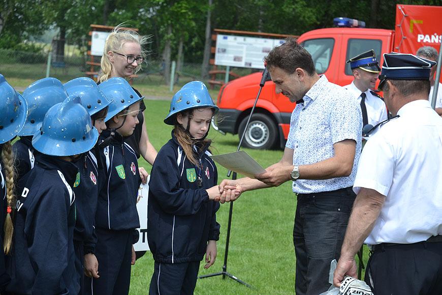 Młodzież z powiatu rywalizowała w VII Powiatowych Zawodach Młodzieżowych Drużyn Pożarniczych w Dobrej. - foto: Michał Sidorowicz
