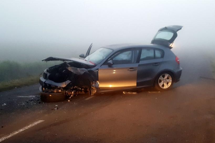 Interwencja we mgle - wypadek drogowy w Cichowie - źródło: OSP Brudzew / www.facebook.com/ospbrudzew