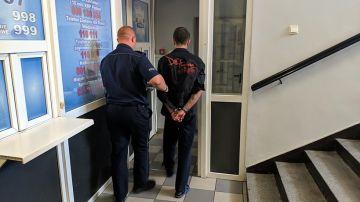 Sklepowy złodziej w rękach turkowskich policjantów