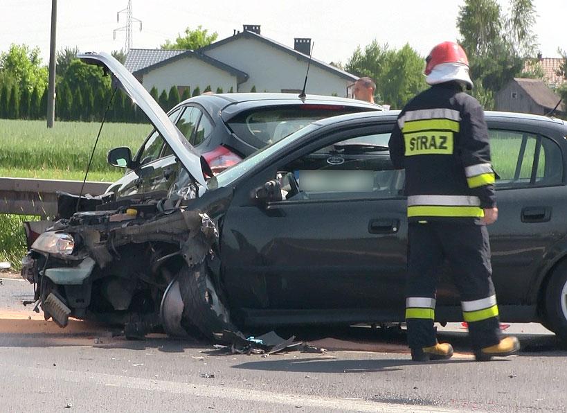 Wideo: Zderzenie trzech aut w Turku na wylotówce do Przykony. Trzy osoby poszkodowane.