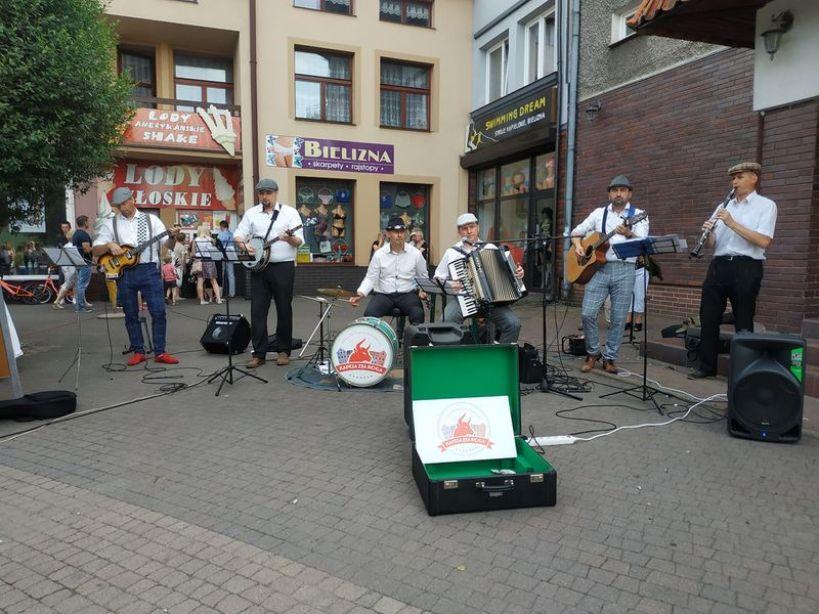 A za rogiem gra kapela... - foto. Zuzanna Szczepocka