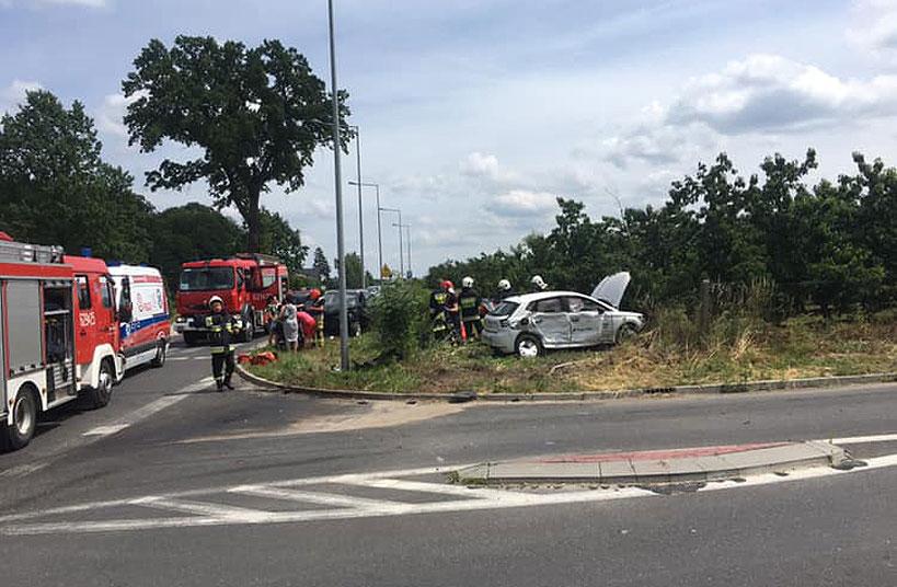 Wypadek drogowy w Piętnie. Poszkodowane 3 osoby w tym dwoje dzieci - foto: Nadesłane przez czytelnika
