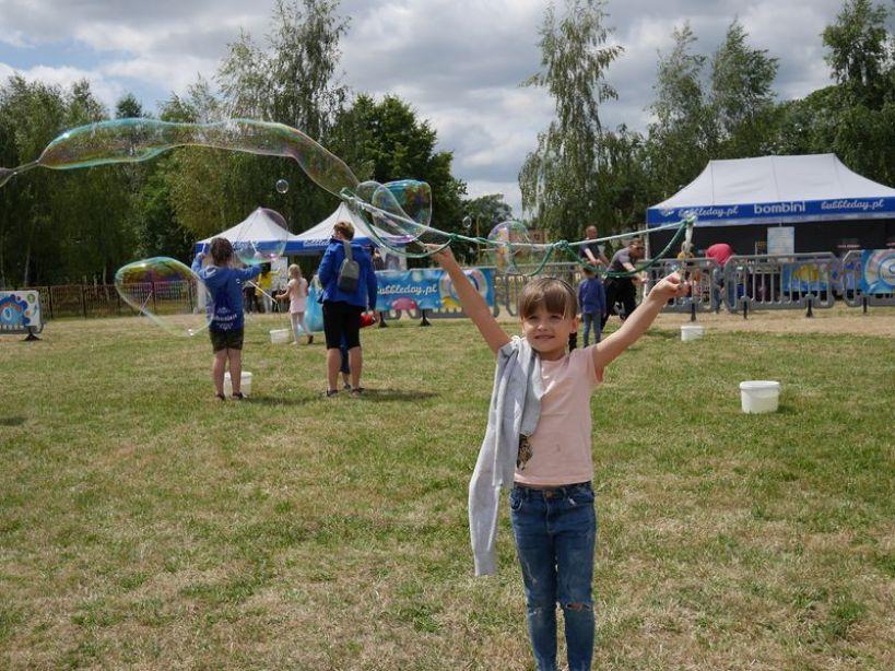 Świetna zabawa, gry i konkursy - na to mogli liczyć uczestnicy Dnia Baniek Mydlanych - foto: Zuzanna Szczepocka