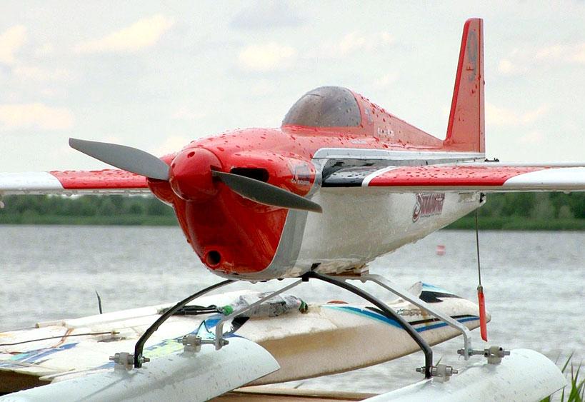 Wideo: Fani latających modeli wodnosamolotów wzięli udział w Pucharze Europy nad zbiornikiem Przykona.