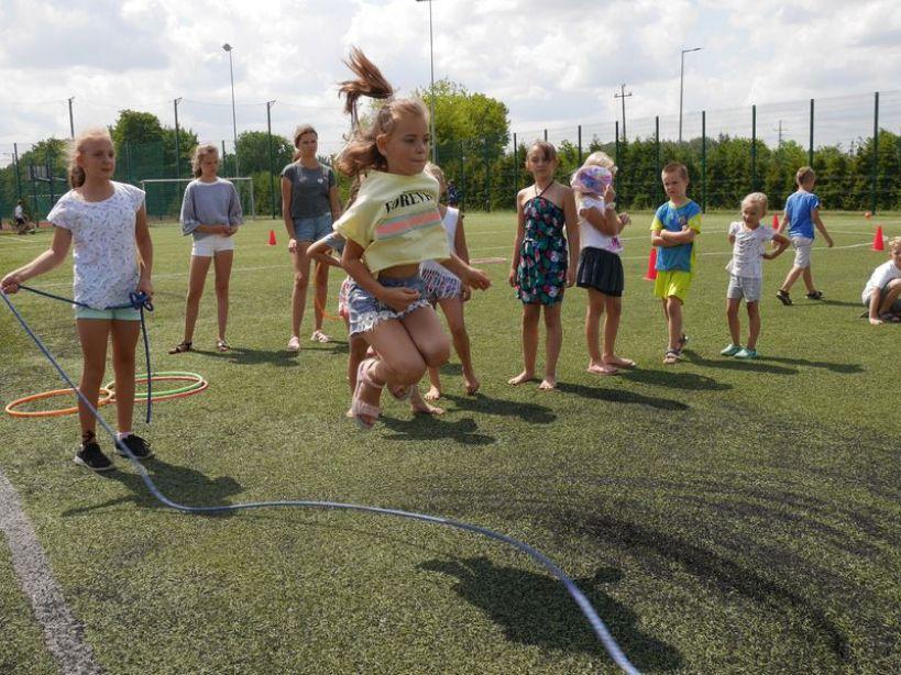 ''Wakacje.słońce.pl'' przy Szkole Podstawowej nr 4 w Turku. - foto: Zuzanna Szczepocka