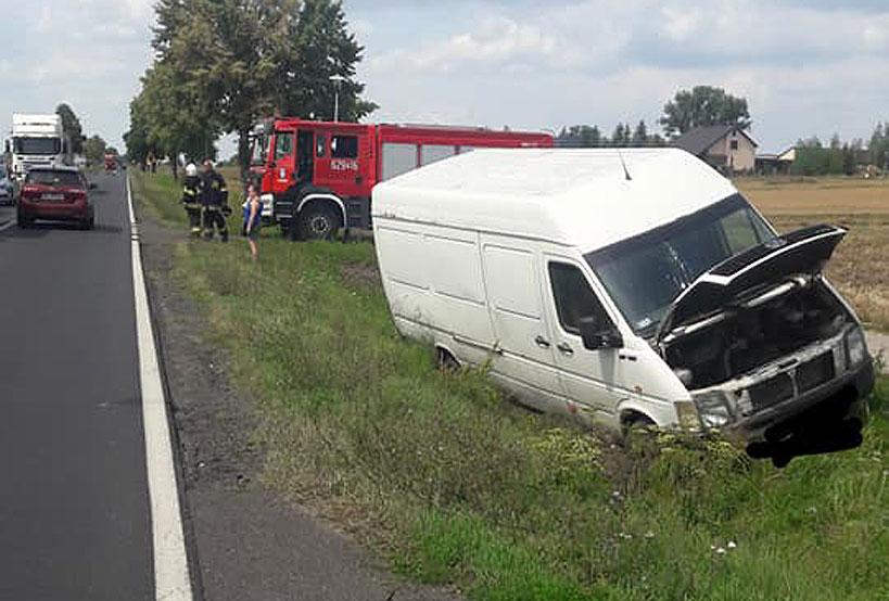 Gm.Przykona: Busem wpadł do rowu na trasie Wichertów-Smulsko - foto: OSP Smulsko