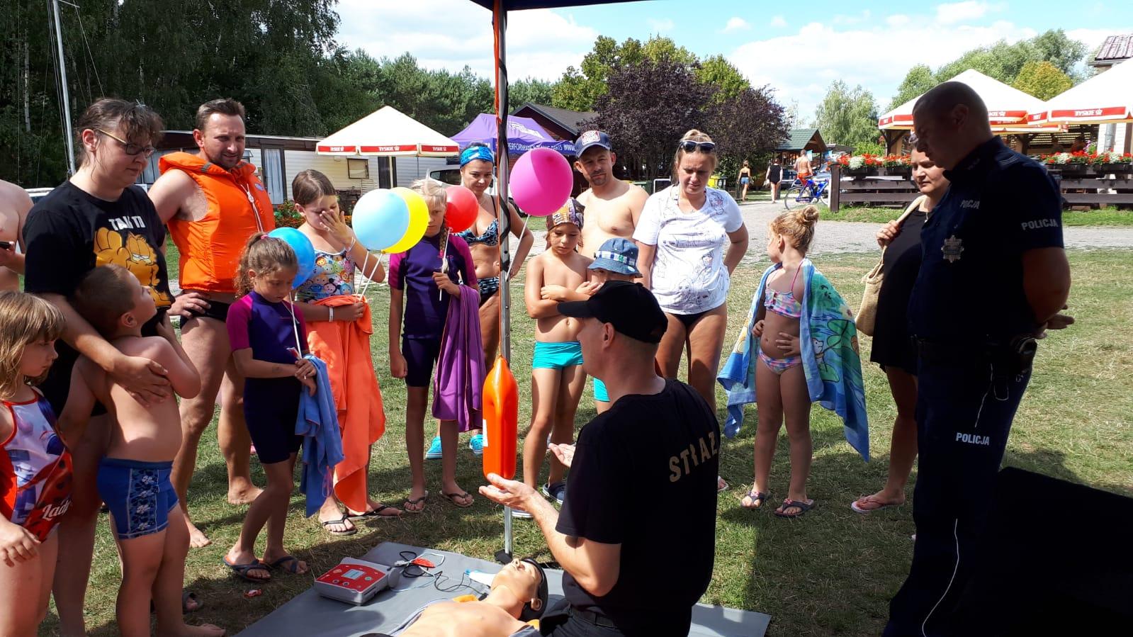 Działania profilaktyczne nad zbiornikiem Jeziorsko - foto: KPP Turek