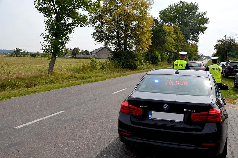 Noga z gazu! Nieoznakowane BMW patroluje powiat. - foto: KPP Turek