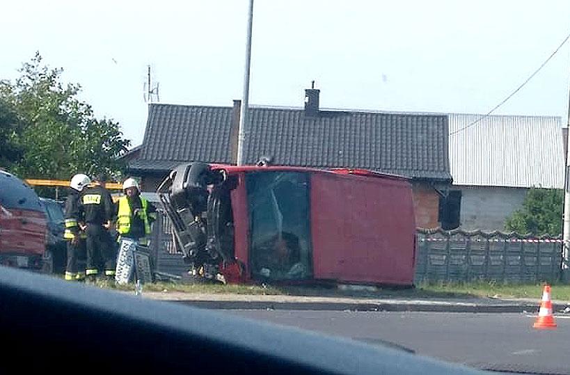 Zderzenie Busa z BMW w Kawęczynie. Poszkodowanych aż 8 osób - foto: Nadesłane przez czytelnika