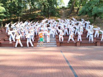 Najmłodsi karatecy trenowali nad Jeziorem...