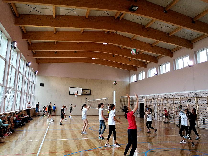 Sala gimnastyczna w Szkole Podstawowej nr 5 po remoncie wygląda jak nowa. - foto: SP5 na Facebook